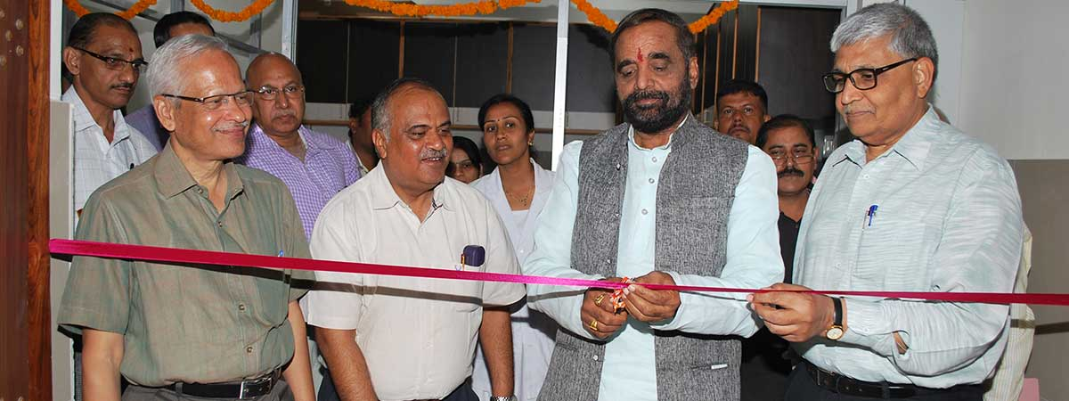 Mr Hansraj Ahir hails low-cost drug initiatives in Sevagram