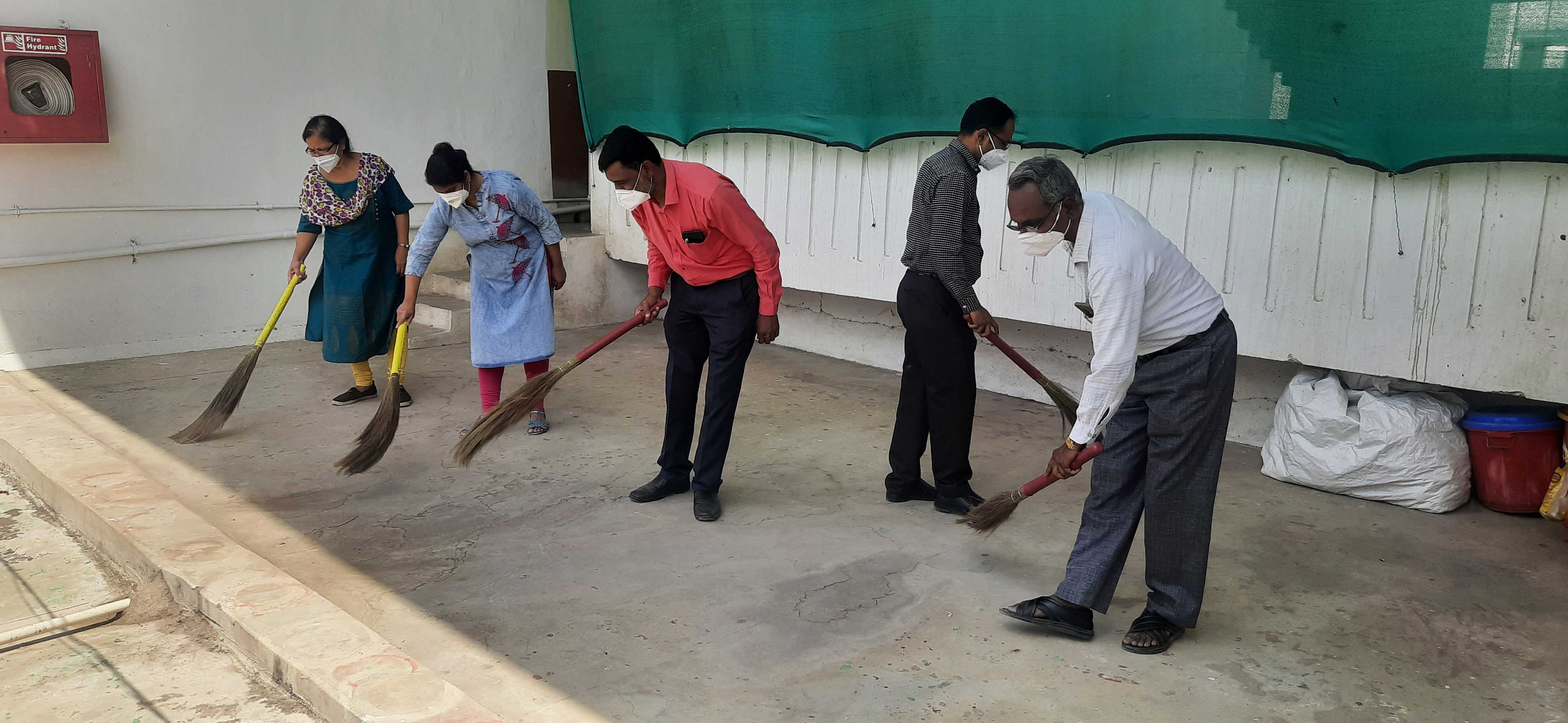 02/04/2021 - Cleanliness drive at the department of Physiology